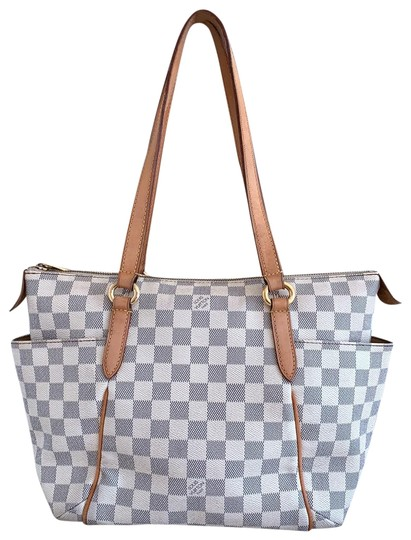 Preload https://img-static.tradesy.com/item/24671086/louis-vuitton-totally-damier-azur-pm-white-canvas-shoulder-bag-0-1-540-540.jpg