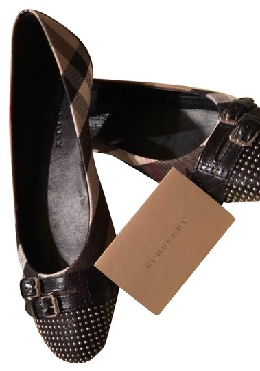 Preload https://img-static.tradesy.com/item/24671150/burberry-black-flats-size-us-95-regular-m-b-0-1-540-540.jpg
