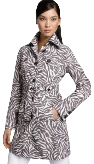 Preload https://img-static.tradesy.com/item/24671163/guess-luxe-classic-coat-size-6-s-0-3-650-650.jpg
