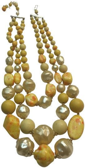 Preload https://img-static.tradesy.com/item/24671365/yellow-pearl-crystal-bead-double-strand-necklace-0-1-540-540.jpg