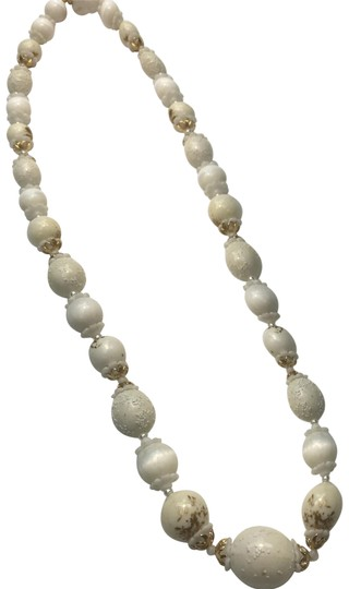 Preload https://img-static.tradesy.com/item/24671423/white-coro-beaded-necklace-0-1-540-540.jpg