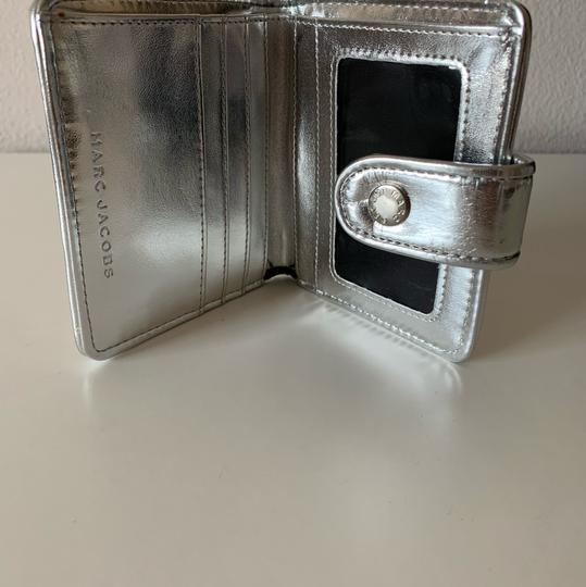 Marc Jacobs Marc Jacobs Quilted Metallic Patent Leather Wallet Image 4