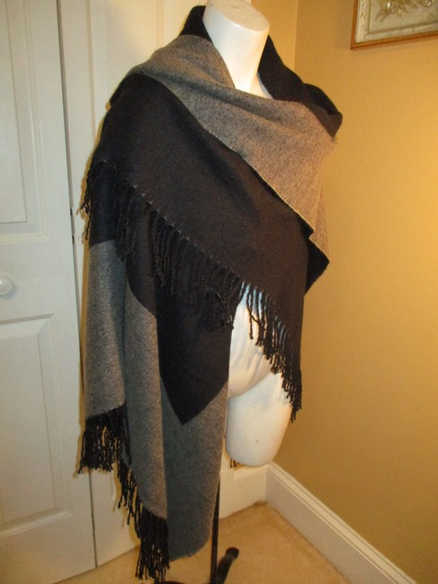 Collection Fringed 005 Cape Image 10