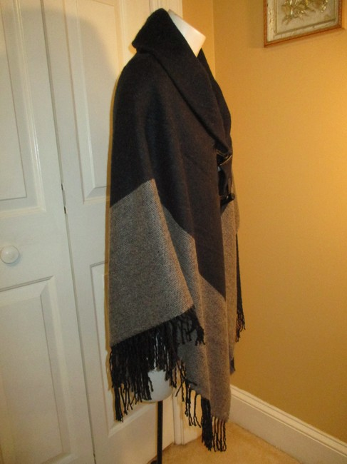 Collection Fringed 005 Cape Image 2