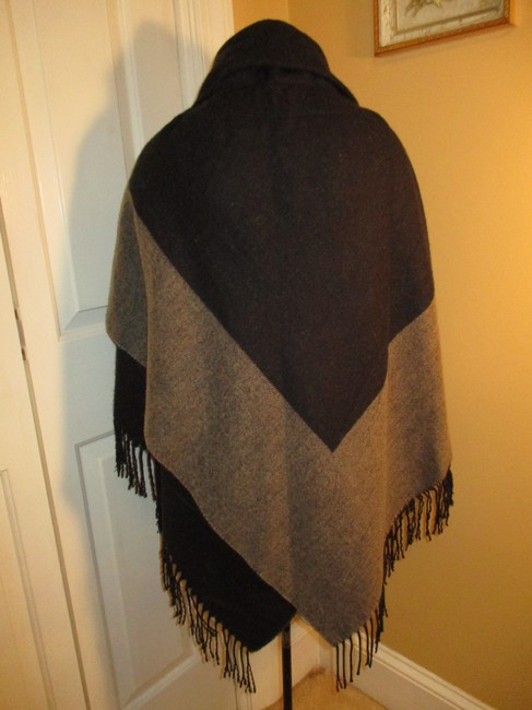 Collection Fringed 005 Cape Image 3