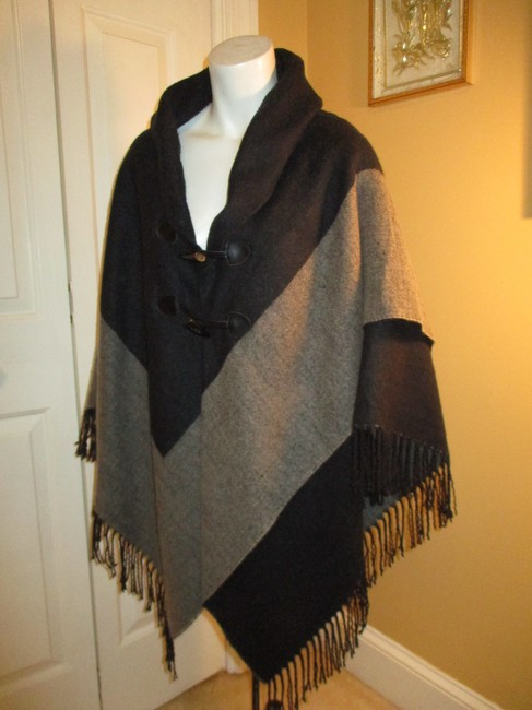 Collection Fringed 005 Cape Image 7