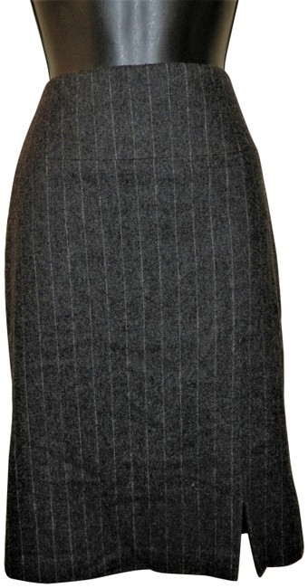 Preload https://img-static.tradesy.com/item/24674045/banana-republic-gray-wwhite-stripe-stretch-wool-skirt-size-2-xs-26-0-1-650-650.jpg