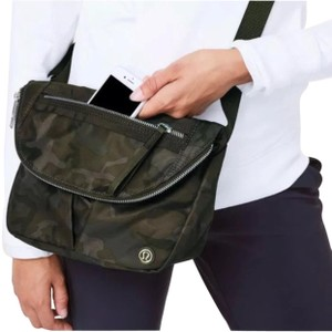 908622822426 Lululemon Cross Body Bags - Up to 90% off at Tradesy