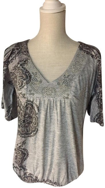 Preload https://img-static.tradesy.com/item/24674384/one-world-v-neck-with-bling-top-0-2-650-650.jpg