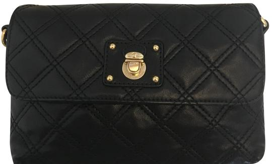 Preload https://img-static.tradesy.com/item/24674510/marc-jacobs-single-quilted-black-leather-cross-body-bag-0-2-540-540.jpg