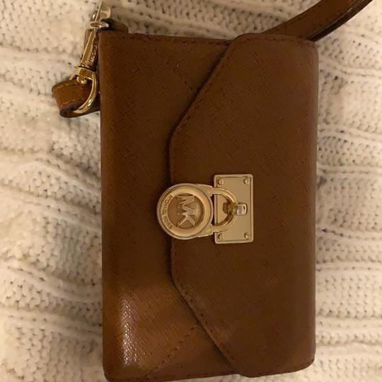 Michael Kors small MK wallet with cell phone slot Image 4