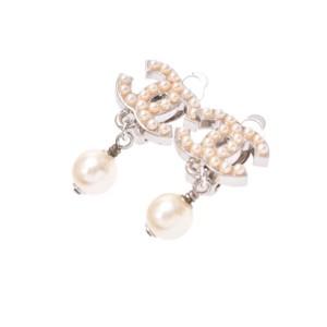 Chanel Classic CC Coco White Pearl Studded Clip On