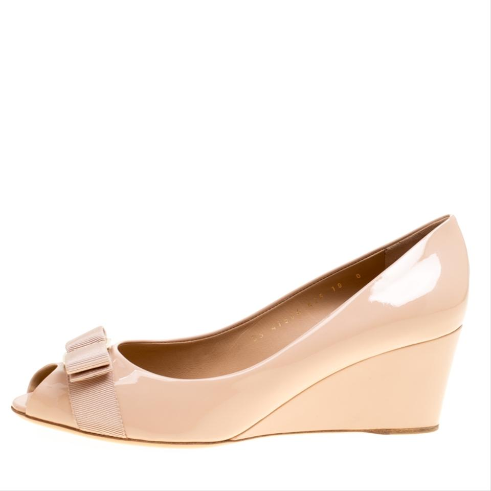 a2a00b01a759 Salvatore Ferragamo Pink Blush Patent Leather Sissi Bow Peep Toe Wedge Pumps