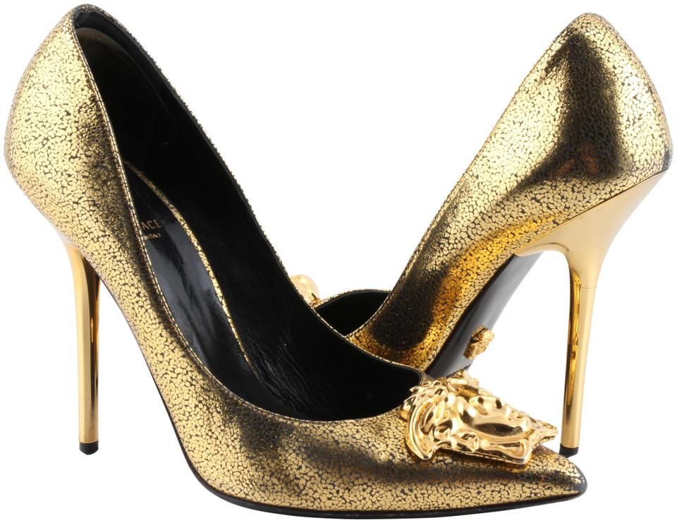 3862bd7b03c3 Versace Gold Medusa Pumps Size US 8 Regular (M
