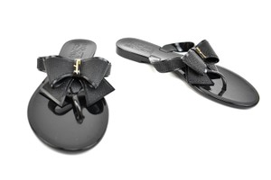 152341df65d Salvatore Ferragamo Logo Bow Gold Black Sandals