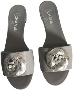0d7368663ce8 Chanel Camellia Flats Classic 40 Grey Silver Sandals