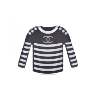 Chanel CHANEL Resin Sweater CC Brooch Black White