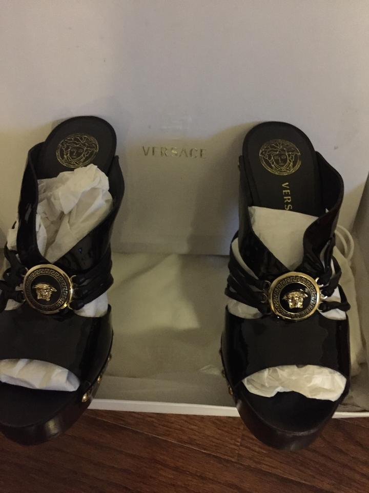 0f1ee2aa88a Versace Black with Gold Donna Sandals Size US 6.5 Regular (M