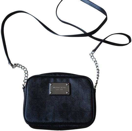 Preload https://img-static.tradesy.com/item/24687369/michael-kors-jet-set-travel-black-leather-cross-body-bag-0-1-540-540.jpg