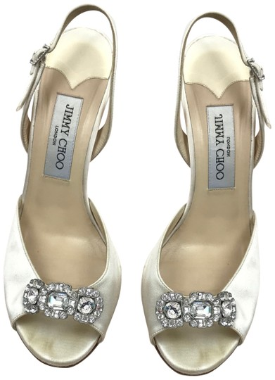 Preload https://img-static.tradesy.com/item/24687751/jimmy-choo-ivory-wedding-sling-back-with-diamond-accents-formal-shoes-size-eu-375-approx-us-75-regul-0-1-540-540.jpg