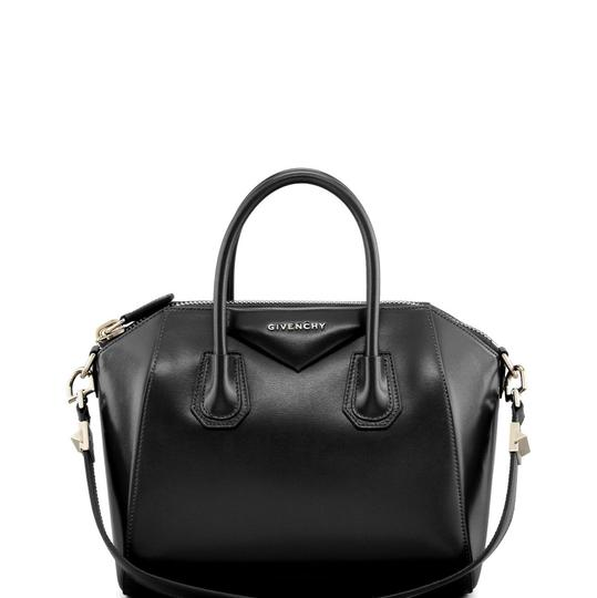 Preload https://img-static.tradesy.com/item/24688734/givenchy-new-antigona-small-leather-satchel-0-0-540-540.jpg