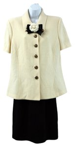 ST. JOHN ST. JOHN COLLECTION BY MARIE GRAY SHORT-SLEEVED BUTTONED KNIT SKIRT SUIT 12 14