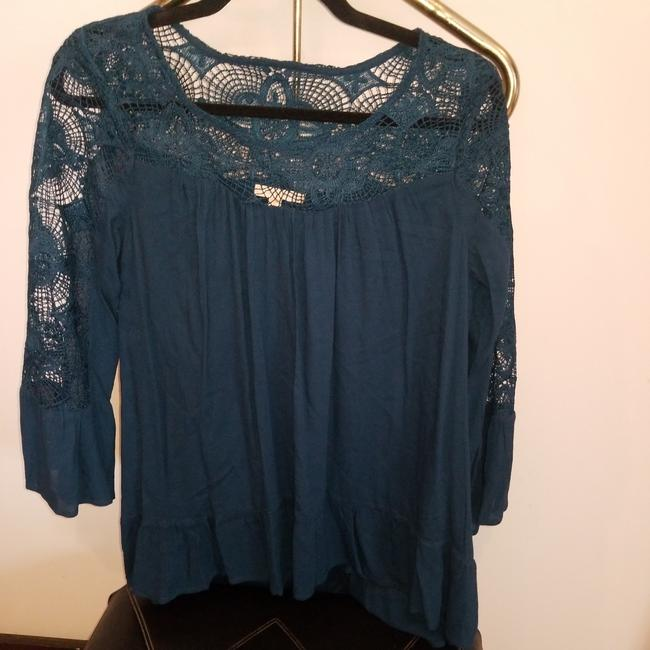 Preload https://img-static.tradesy.com/item/24692925/skies-are-blue-green-lace-sleeve-blouse-size-4-s-0-3-650-650.jpg