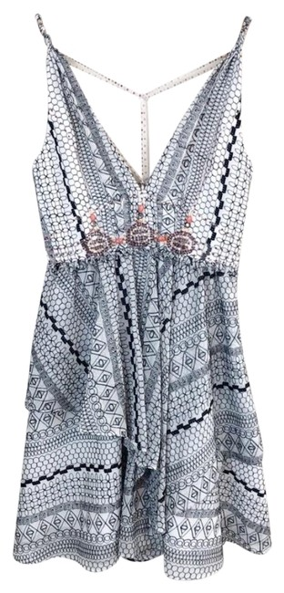 Preload https://img-static.tradesy.com/item/24694109/free-people-white-leia-embroidered-beaded-short-cocktail-dress-size-6-s-0-1-650-650.jpg