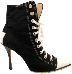 Manolo Blahnik Lace Up Pointed Toe Sneaker Converse Vintage Black Boots