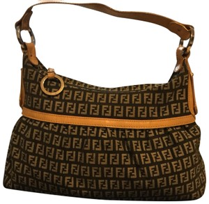 f6d79fb74a40 Black Fendi Hobo Bags - Up to 90% off at Tradesy