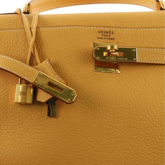 Hermès Kelly Leather Tote in Natural Sable yellow Image 7