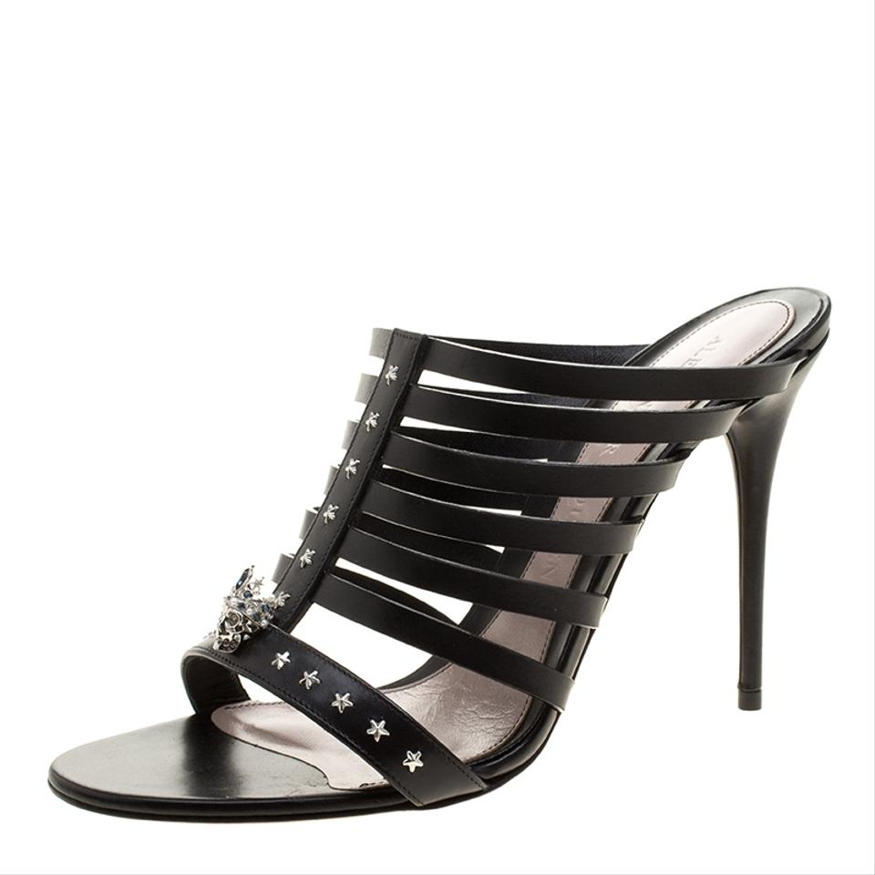 30a4b7f034b84 Alexander McQueen Black Skull-star Studded Leather Strappy Peep Toe Mules  Sandals