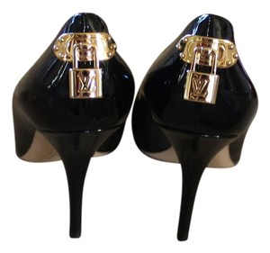 Louis Vuitton Patent Patent Leather Round Toe Oh Really Stiletto Lv Logo Monogram Lock Gold Hardware Black Pumps
