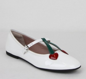 27d91ce6edb Gucci White Girl Junior Patent Leather Ballet Flats W Hearts 35 433190 9072  Shoes