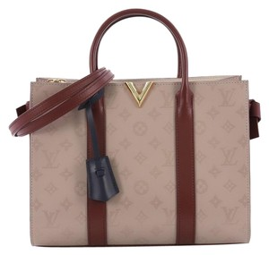 378c3fabed42 Louis Vuitton Leather Tote in lavender and burgundy