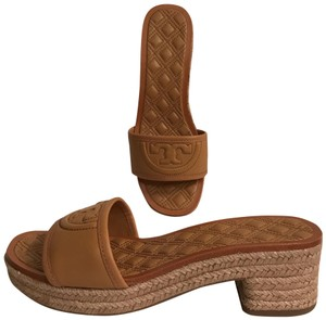 bd58db15869524 Tory Burch Leather Platform Wedge Quilted Mule Beige tan Sandals