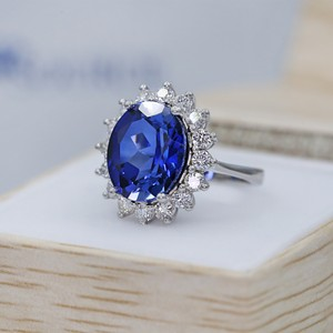14 K White Gold Amazing Blue Sapphire Fashion Ring