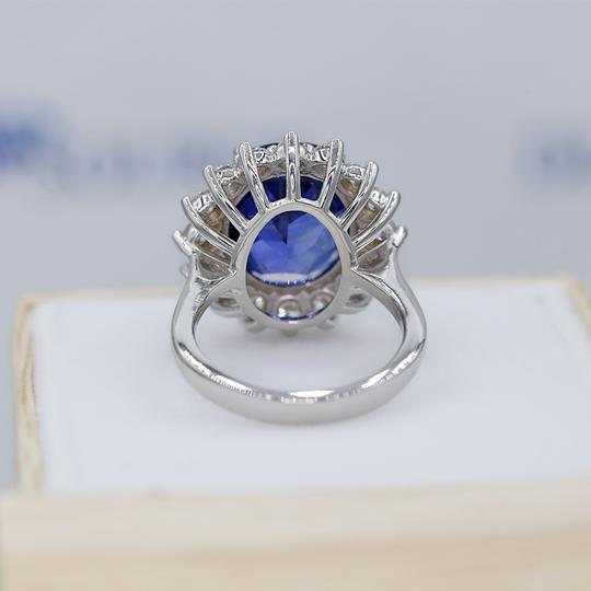 14 K White Gold Amazing Blue Sapphire Fashion Ring Image 2