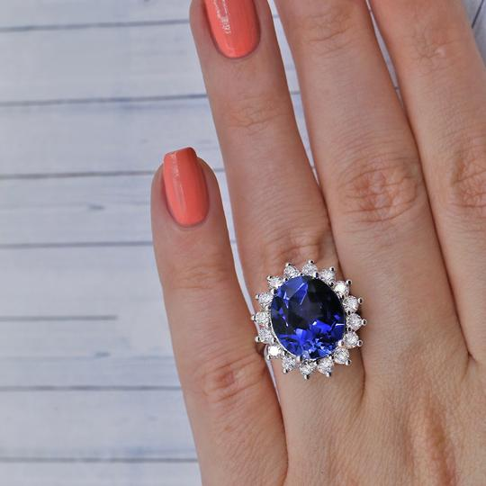 14 K White Gold Amazing Blue Sapphire Fashion Ring Image 3