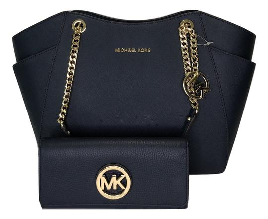 Preload https://img-static.tradesy.com/item/24706759/michael-kors-jet-set-travel-lg-chain-tote-and-matching-wallet-navy-leather-shoulder-bag-0-0-540-540.jpg