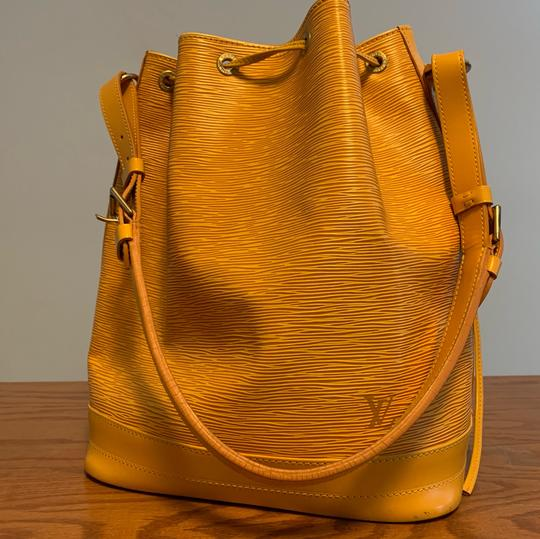 Louis Vuitton Tote in yellow Image 6