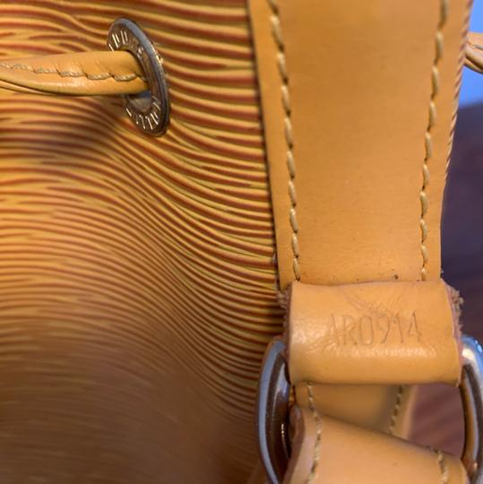 Louis Vuitton Tote in yellow Image 8