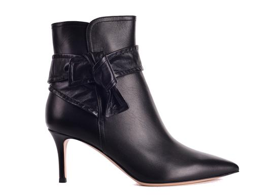 Preload https://img-static.tradesy.com/item/24707264/gianvito-rossi-black-womens-leather-lane-mid-ankle-c3428-bootsbooties-size-us-65-regular-m-b-0-0-540-540.jpg