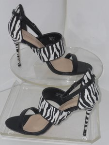 1ef1aa20b539 Women s ShoeDazzle Shoes - Up to 90% off at Tradesy