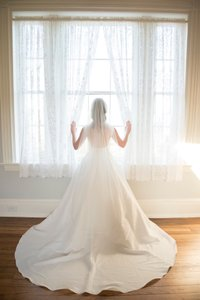 David's Bridal Ivory Long Floor Length with A Delicate Beaded Edge Bridal Veil