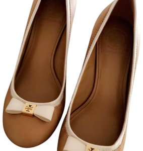 Tory Burch Camel with gold hardware & White trim. Wedges