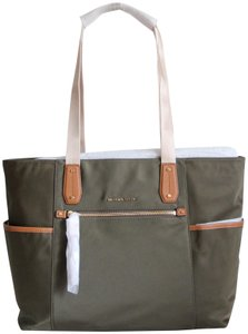b83e92cdc437 Michael Kors Green Bags - Up to 90% off at Tradesy (Page 3)