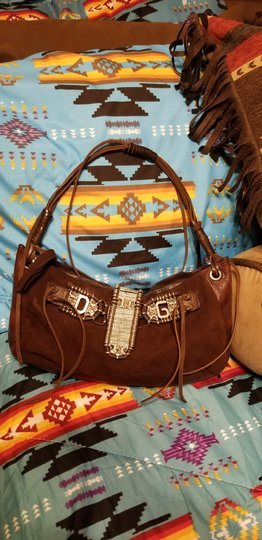 Preload https://img-static.tradesy.com/item/24716216/dolce-and-gabbana-chic-dolce-and-gabbana-with-western-flair-brown-suede-leather-shoulder-bag-0-0-540-540.jpg