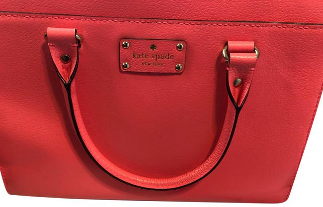 Item - Tote Neon Pink Leather Baguette