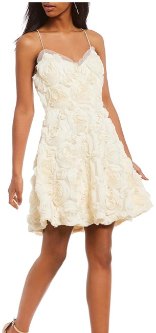 Preload https://img-static.tradesy.com/item/24716564/laundry-by-shelli-segal-ivory-marshmallow-short-formal-dress-size-6-s-0-1-650-650.jpg